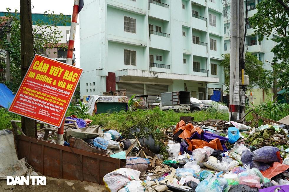 Xót xa hàng loạt khu chung cư cao tầng ở Hà Nội bị bỏ hoang nhiều năm - 15