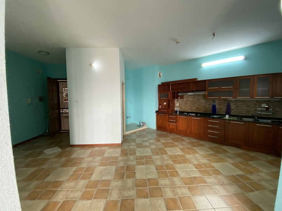 Biến căn hộ 120 m2 siêu cũ thành nơi nghỉ dưỡng sang chảnh lúc giãn cách - 1