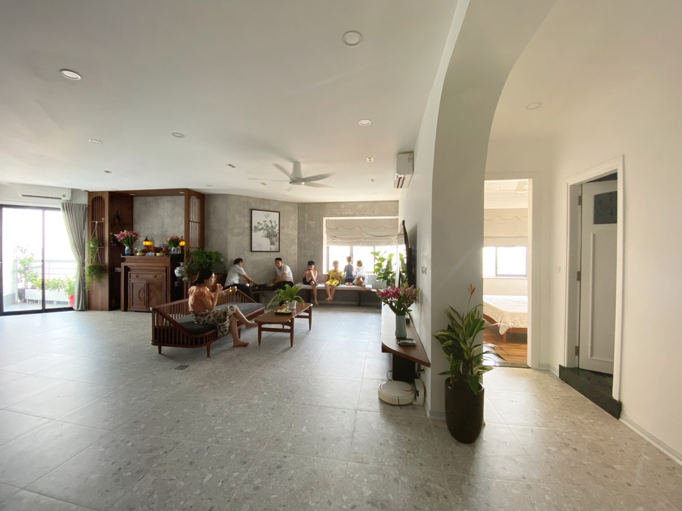 Biến căn hộ 120 m2 siêu cũ thành nơi nghỉ dưỡng sang chảnh lúc giãn cách - 4