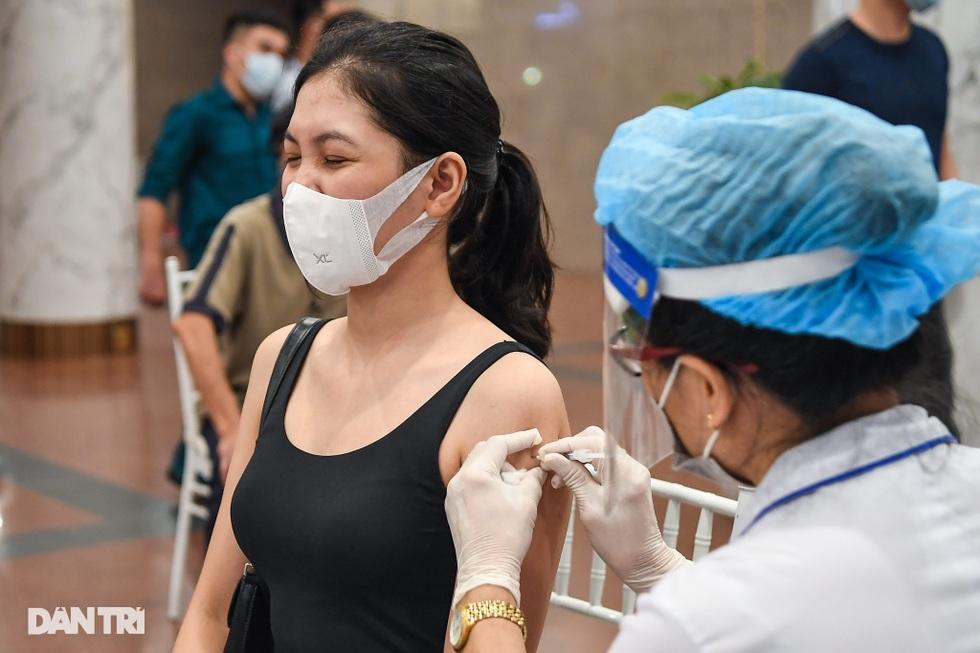 Toàn cảnh chiến dịch thần tốc bao phủ vắc xin Covid-19 tại Hà Nội - 9