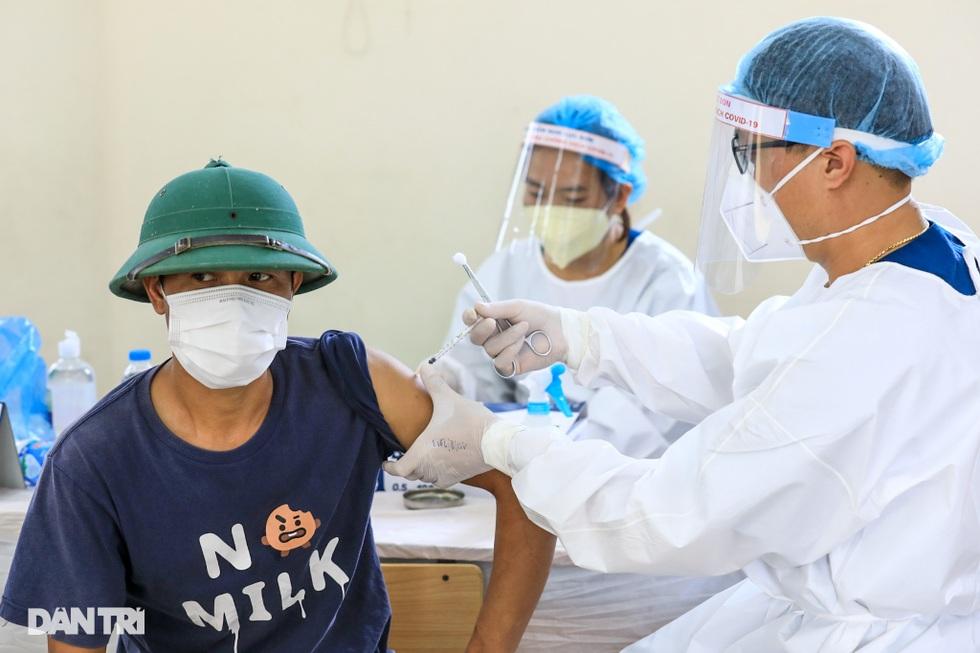 Toàn cảnh chiến dịch thần tốc bao phủ vắc xin Covid-19 tại Hà Nội - 8