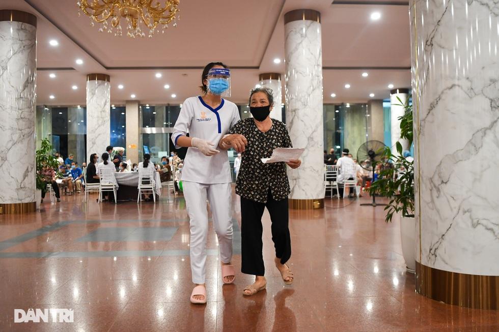 Toàn cảnh chiến dịch thần tốc bao phủ vắc xin Covid-19 tại Hà Nội - 5