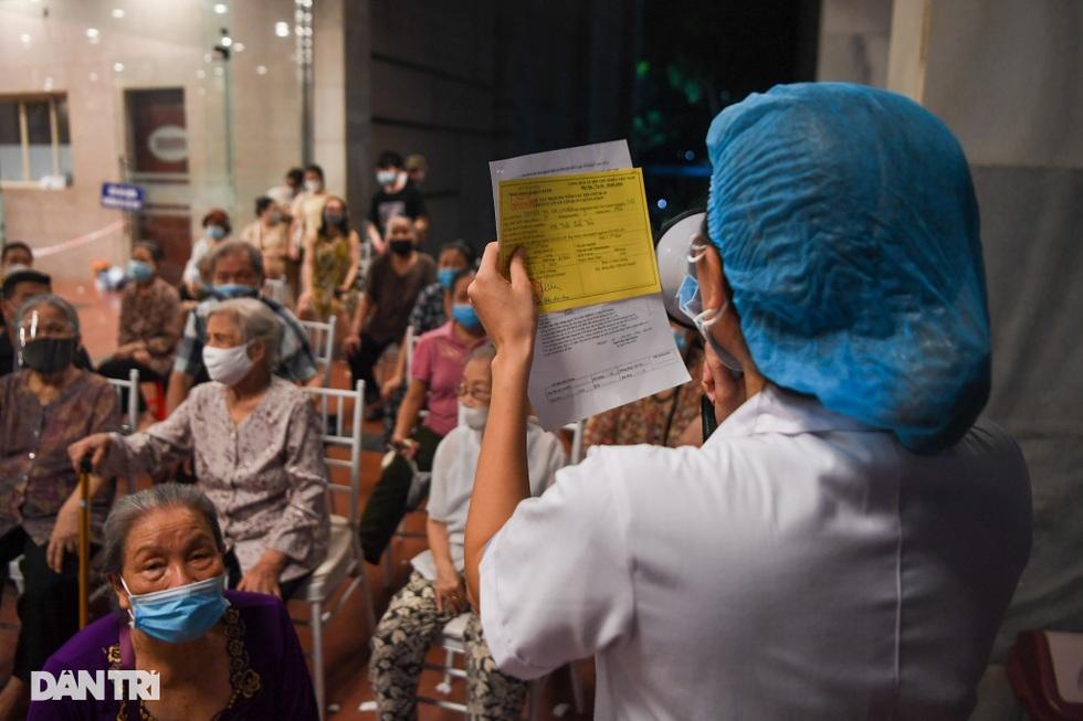 Toàn cảnh chiến dịch thần tốc bao phủ vắc xin Covid-19 tại Hà Nội - 4