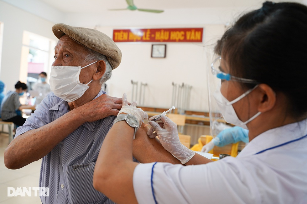 Toàn cảnh chiến dịch thần tốc bao phủ vắc xin Covid-19 tại Hà Nội - 7
