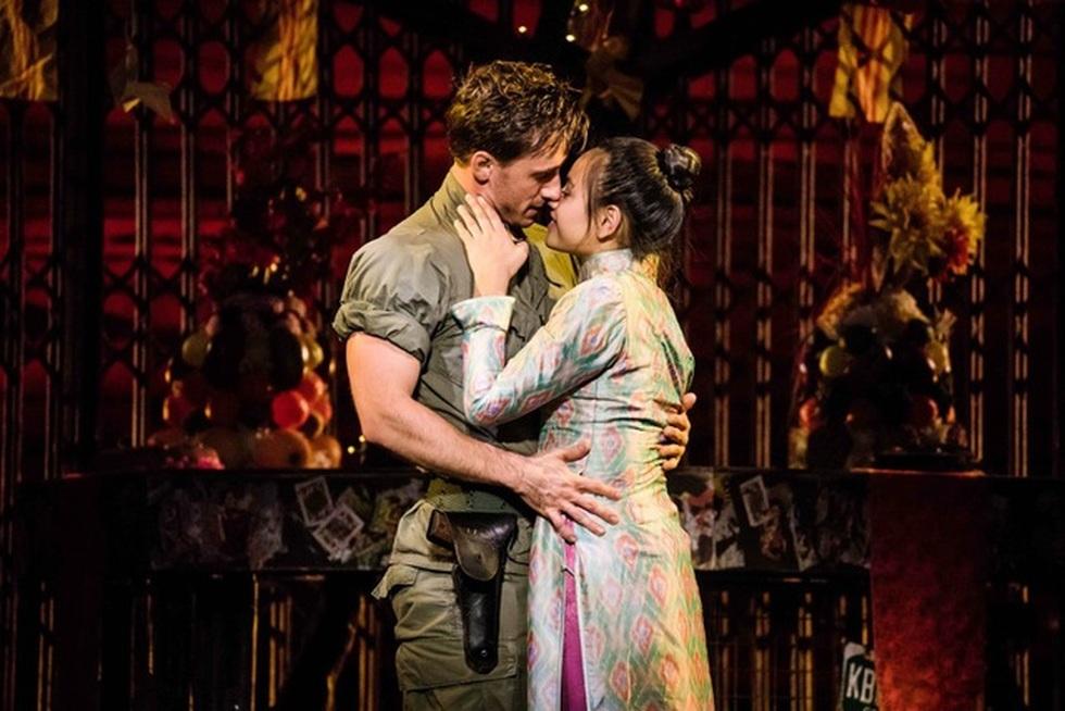 Miss Saigon: Vở kịch về tình yêu, tình mẫu tử gây thổn thức suốt 30 năm - 1