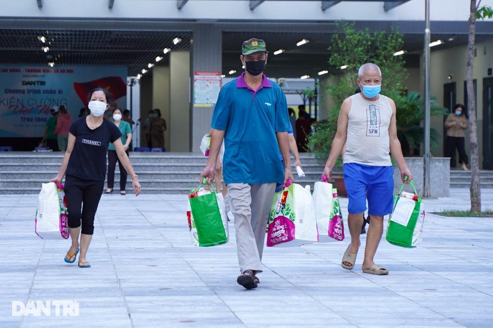 Trao 800 túi an sinh đến lao động tự do gặp khó khăn do dịch bệnh Covid-19 - 10