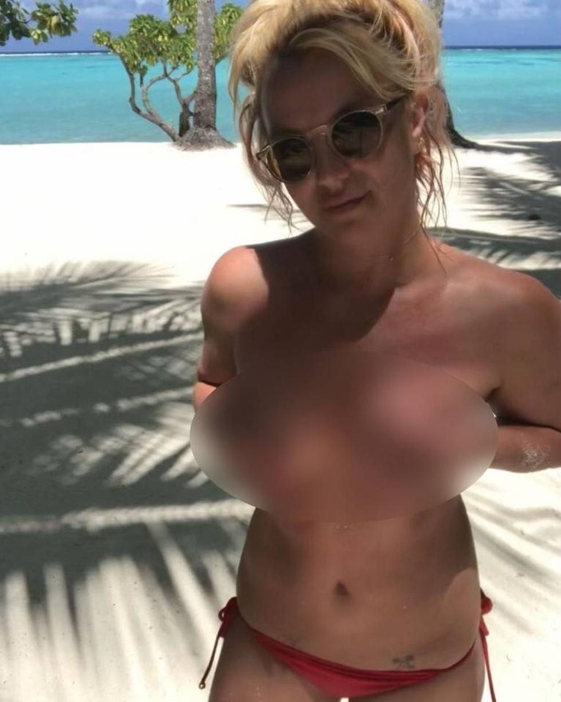 Britney Spears liên tục đăng ảnh khỏa thân khiến các fan lo lắng - 4