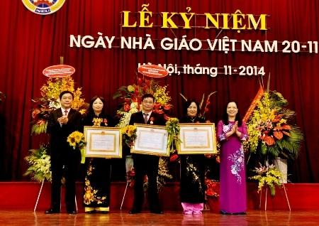 Nhiều nhà giáo được tặng Huân chương Lao động và Bằng khen của Thủ tướng