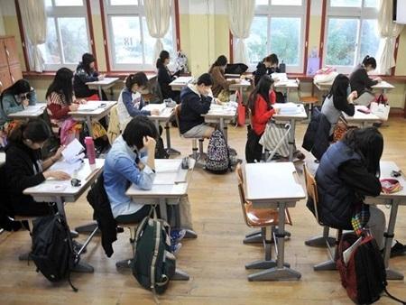 Hình ảnh học sinh   hàn Quốc trong kỳ thi ĐH hôm 13/11 vừa qua