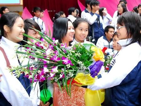 Những bông hoa tươi thắm kính tặng thầy cô nhân Ngày Nhà giáo Việt Nam 20/11