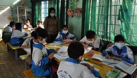Giáo viên và học sinh Trường Tiểu học Thuần Mẫn phải đeo khẩu trang trong giờ học.