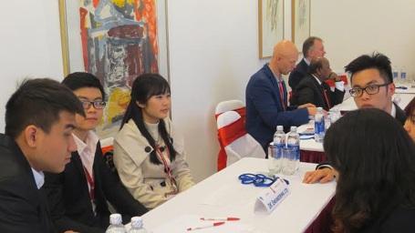 Sinh viên tham dự Hội chợ việc làm tại nhà Đại sứ Đan Mạch năm 2014