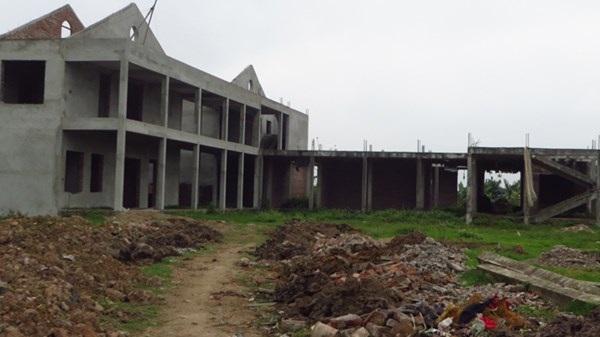 Ngôi trường chục tỷ bỏ hoang chờ vốn.Ảnh: Quỳnh Nga.