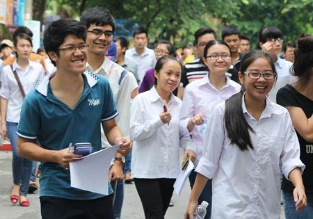 Sinh viên dự thi vào ĐH Kinh tế quốc dân 2014