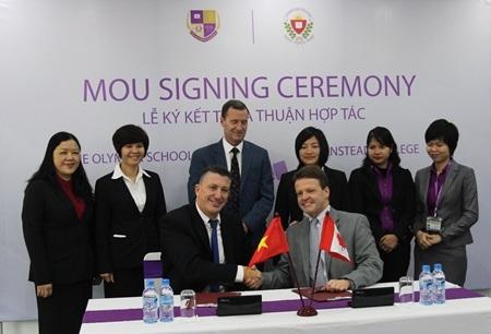 Lễ ký kết giữa thầy Tổng hiệu trưởng PTLC Olympia (Việt Nam) và Stanstead College (Canada)