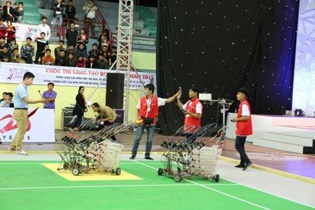 """""""Lộ diện"""" 24 gương mặt miền Bắc lọt vào chung kết Robocon 2015"""
