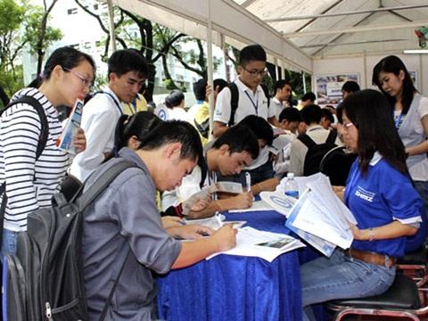 Số   thanh niên đăng ký tìm kiếm việc làm là rất đông