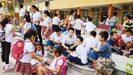 Cấm thi vào lớp 6 năm nay, phụ huynh, học sinh có giảm áp lực?. Ảnh: Ngọc Châu.