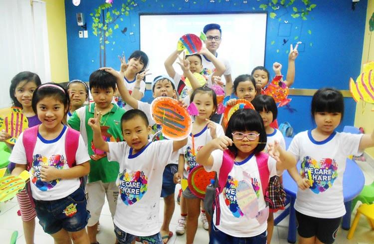 Niềm vui rạng ngời lộ rõ trên khuôn mặt của mỗi bạn học viên sau khi hoàn thành các tác phẩm