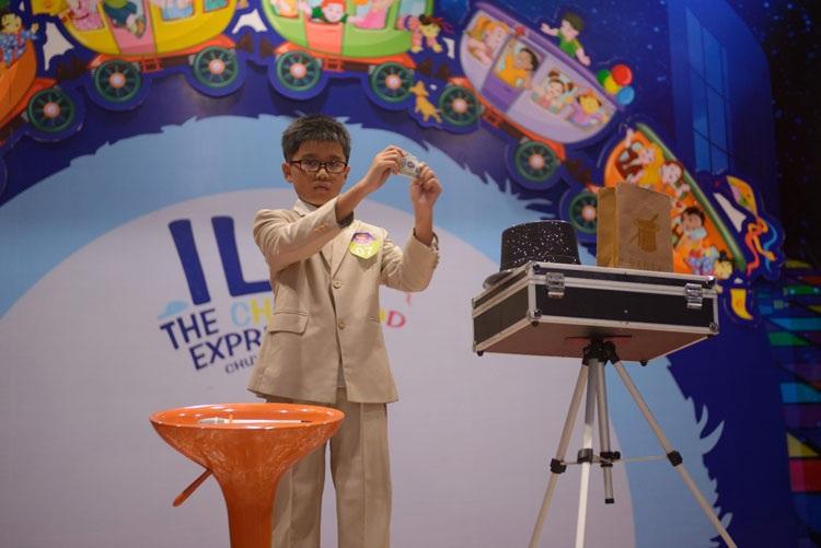 Các em say mê luyện tập cùng những điệu nhảy sôi động và thể hiện hết mình trên sân khấu