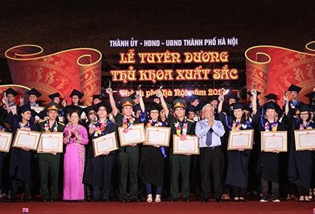 Nhiều Thủ khoa tốt nghiệp đại học xuất sắc vẫn trượt công chức Hà Nội