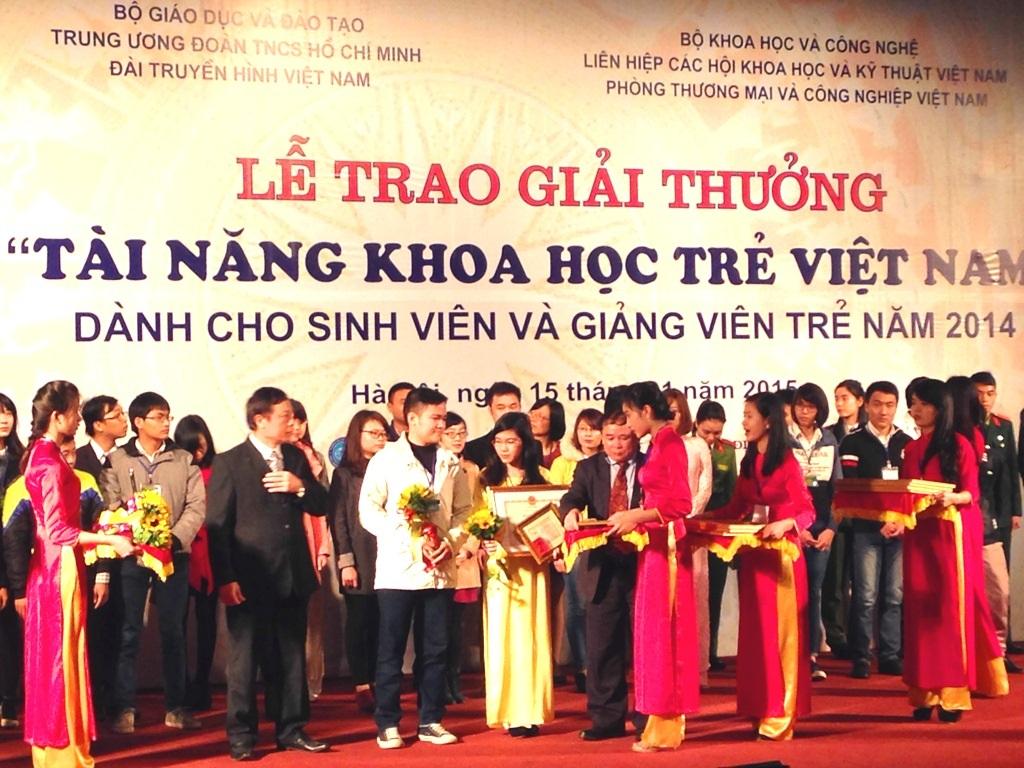"""Tạm dừng xét """"Tài năng khoa học trẻ Việt Nam"""" năm 2015 cho sinh viên"""