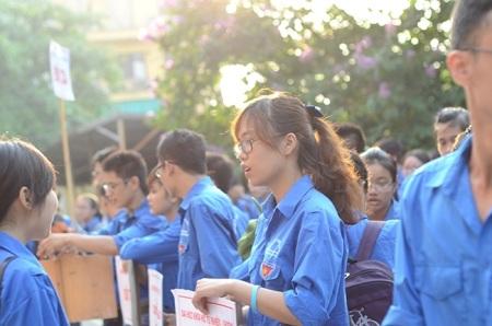 Những hình ảnh đẹp của sinh viên tình nguyện tiếp sức mùa thi 2015
