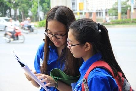 sinh viên tình nguyện mùa thi ĐH QGHN 2015