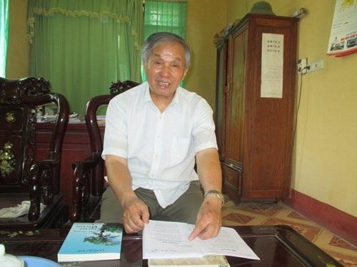 Thầy   giáo Lê Ngọc Lập xúc động kể lại những lần vinh dự được gặp Bác Hồ. Ảnh: Nguyễn   Quỳnh
