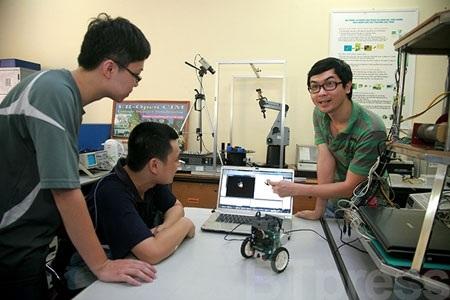 Phòng   Thí nghiệm Robottic Trường ĐH Công nghệ, ĐHQGHN