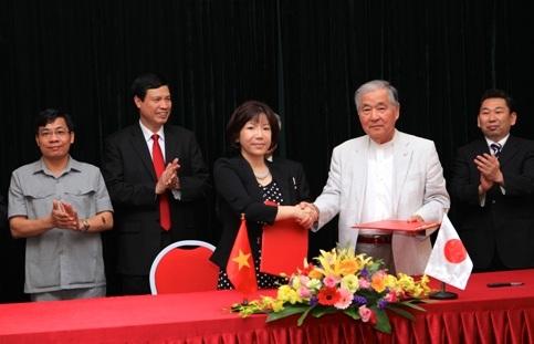 Đại diện AIC ký kết hợp tác với các doanh nghiệp Nhật Bản