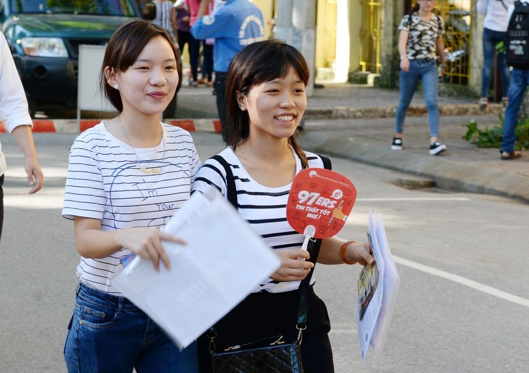 Thí sinh dự thi tại cụm thi trường ĐH Kinh tế quốc dân