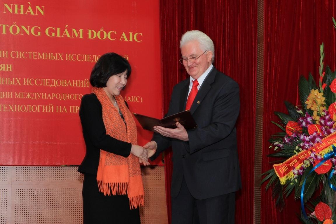 Nữ Viện sĩ Việt Nam đầu tiên nhận giải thưởng IASS và ngôi sao Vernadski
