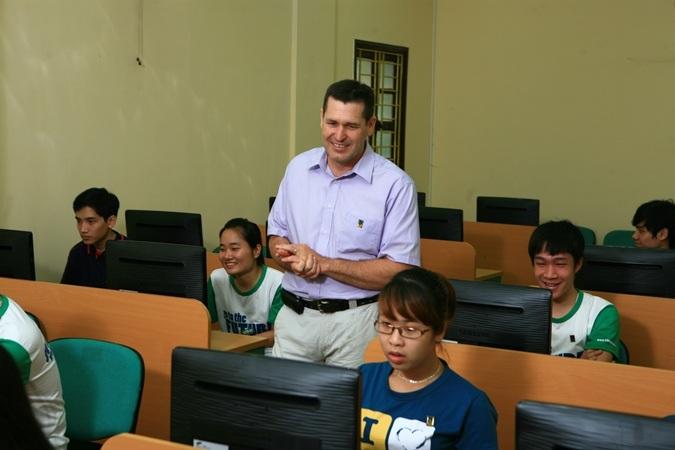 Khoa Quốc tế xét tuyển dựa theo kết quả thi đánh giá năng lực và học bạ.