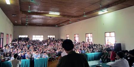 """Hàng ngàn người dự hội nghị kiểm điểm các """"cẩu tặc"""" - 2"""