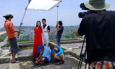 PV VTV tác nghiệp tại bờ biển đảo Song Tử Tây