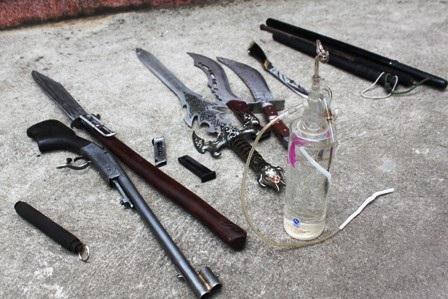 Các loại vũ khí nóng thu giữ được tại nhà của đối tượng Trần Văn Thuận