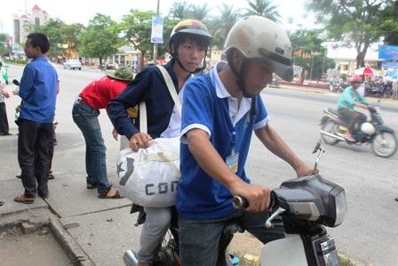 Đội xe ôm tình nguyện hoạt động hết công suất