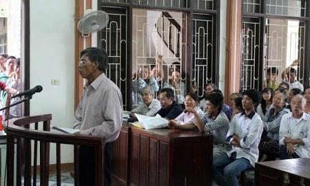 Bị cáo Hồ Đăng Đề trả lời trước tòa về hành động phạm tội của mình.