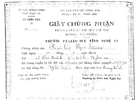 Những giấy tờ liên quan từ thuở xa xưa vẫn đúng ngày tháng, năm sinh của cô Liêm còn lưu giữ.