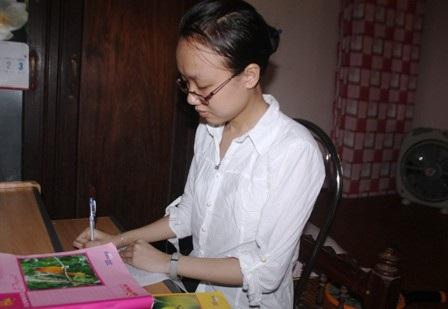 Niềm say mê với ngoại ngữ và sự chăm chỉ đã giúp Tâm đạt kết quả cao trong học tập. (Ảnh: Doãn Hòa)