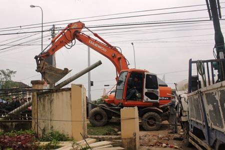 Cơ quan chức năng sửa lại hệ thống điện, cáp viễn thông
