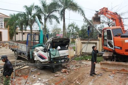 Hiện trường vụ tai nạn khiến 3 người tử vong tại chỗ