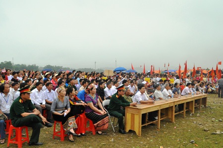 Đông đảo người dân và du khách thập phương đến với lễ hội Môn Sơn - Lục Dạ năm 2014