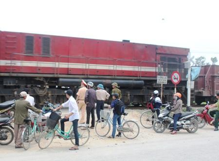 Vị trí xảy ra vụ tai nạn là điểm giao cắt đường sắt với đường dân sinh không có gác chắn