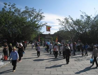 Nườm nượp trảy hội mùa thu Côn Sơn - Kiếp Bạc - 1