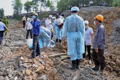 Đã tìm thấy 5 nạn nhân bị vùi lấp dưới bãi thải mỏ than