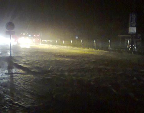 Mưa lớn gây ngập úng tại nhiều địa bàn, nhiều người hiện đang mất liên lạc. (Ảnh: Báo Quảng Ninh)