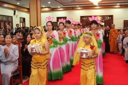 Trang nghiêm Đại lễ Phật đản 2013. (Ảnh: Cẩm Vân)