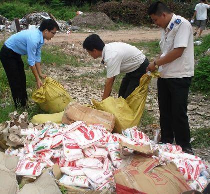 Nhiều loại thực phẩm được nhập lậu nhưng khi đưa về các chợ thì gần như được tẩy trắng nguồn gốc.
